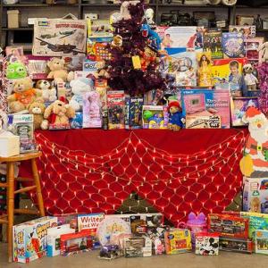 落とし物がクリスマスプレゼントに! ロンドン交通局が恵まれない子どもたちのために寄贈