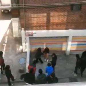 韓国の中学生が卒業式の打ち上げ後に女子生徒の制服を脱がす! 一部始終を動画に記録