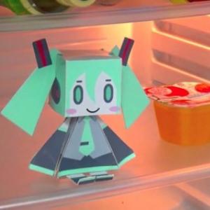 冷蔵庫を開けるとミクさんが話しかけてくれるガジェットが話題に! あなたのおうちの冷蔵庫に住む日が来るかも!?