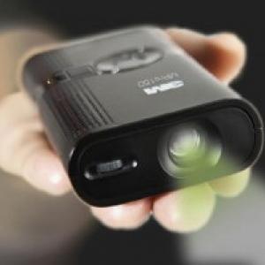 パソコンなしで投影できる! 手のひらサイズのプロジェクター『MPro150』