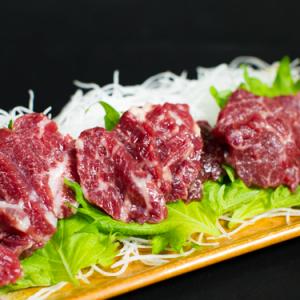 【お取り寄せ】新鮮さばきたての馬刺しを家で味わえる! とろけるような霜降り肉や大トロで晩酌を