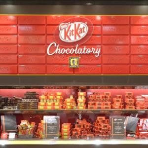 世界初「キットカット」のスイーツ専門店がオープン! 可愛い店内&ショコラティエが作る上質なキットカットをレポート
