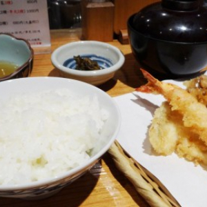 新宿ランチ:アツアツホロホロッ!揚げたて天ぷらランチに大満足!ーー 『串・天ぷら段々屋』(味:★5 雰囲気:★4)