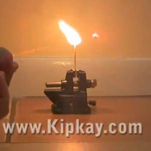 DVDドライブから強力なレーザーポインターを作る動画! 風船も燃やす?
