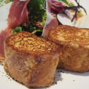 みなとみらいランチ:カーディーラーで食べるフレンチトースト&サラダーーAudi Cafe by blanc noir(味★3 オシャレ度★4)