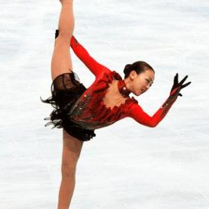 【ソチ五輪】16位から出発の浅田真央 完璧な滑りに涙 会場は拍手と大歓声