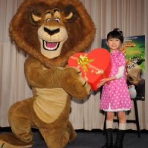 大人っぽいスタイル? 大橋のぞみが映画『マダガスカル2』のライオンに愛を告白!