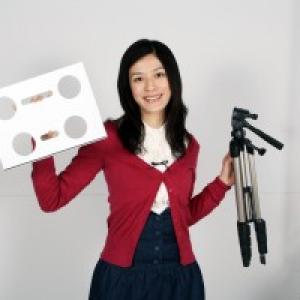 カメラの三脚がミニPCデスクに早変わり!『カメラ三脚用ノートPCデスク』
