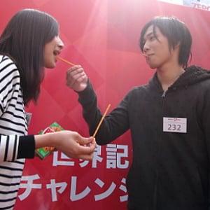 """渋谷ハチ公前で252人が『ポッキー』『プリッツ』でひとつに! """"スマイルグリコおかしリレー""""ギネス挑戦に参加してきた"""