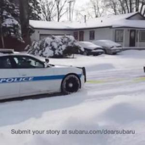 雪道で立ち往生するパトカーをインプレッサが牽引する動画が公式CMになった!