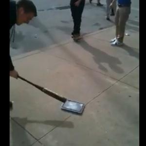 発売されたばかりの『iPad』を破壊する動画が早速公開される!