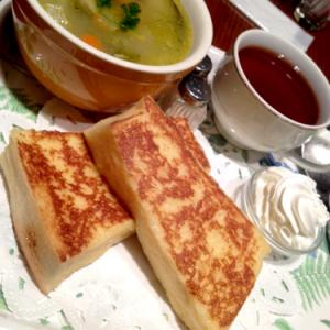 新宿ランチ:とろけるフレンチトーストを堪能! ーー 『CAFE AALIYA』(味:★5 雰囲気:★4)