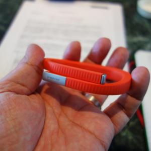 JAWBONEのリストバンド型活動量計『UP24』が国内で発売 Bluetoothを採用し通知機能と睡眠情報のリカバリーに対応