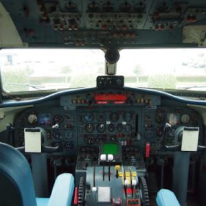 往時そのままのコクピットにも入れる! 阿蘇くまもと空港のYS-11特別展示を覗いてきた