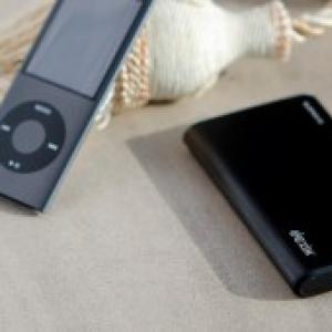 通話時間を約10時間アップ! スタイリッシュな『iPhone/iPod』向け大容量バッテリー