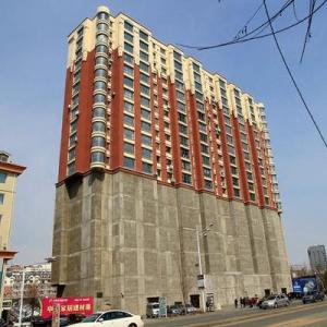 中国に下半分がコンクリートという奇妙なマンションが建設される 目的はなに?
