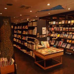 ジャンル問わず並ぶ本棚のフシギ 京都・北白川のガケ書房ってどんな本屋さん?