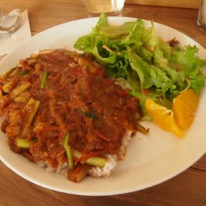 京都ランチ:スパイシー&シャキシャキ食感の野菜カレーを北白川でーースコップ・アンド・ホー(味★4 雰囲気★4)