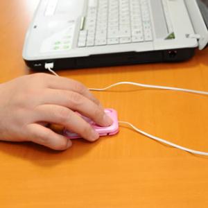 指先で使うから疲れにくい?! 超薄型マウス『トラベルマウスZ1668』製品レビュー