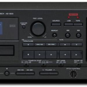 ティアック、USBメモリーに録音可能なCDプレーヤー/カセットデッキ『AD-800』発売へ