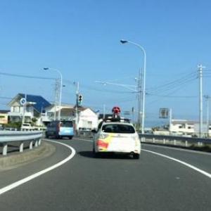 偶然見つけたGoogleストリートビューカーを追いかける車載動画が面白い