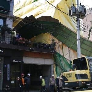 韓国でまたも事故 撤去中のソウルのビルが崩壊
