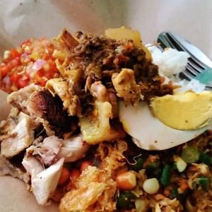 【バリ島現地情報】本物のバリ島料理ナシアヤムが食べられる名店『ワルン・エナック』