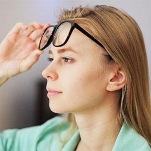映画館で3Dメガネが曇ってても服やハンカチで拭くのはNG!ならどうすればいい?