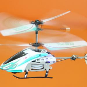 ジャイロセンサー搭載のミニヘリがかなり面白い! 部屋の中で飛ばしまくるぜ