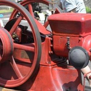 昔活躍したエンジンが集合 石油発動機運転会