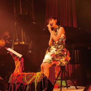 武藤彩未がアコースティックライヴで圧倒的な歌唱力を披露