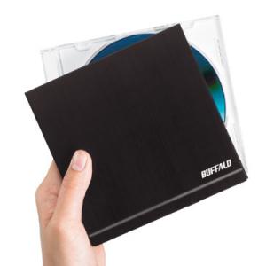 世界最小サイズ! CDケースとほぼ同じ大きさのDVDドライブ『DVSM-PSS58U2-BK』