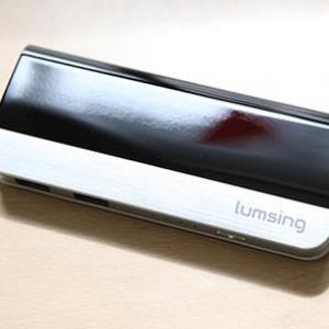 【ソルデジ】10400mAhで2000円のモバイルバッテリーが発売! ハーモニカ型で可愛いくせに10000mAhで最も小型