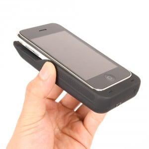 『iPhone/iPod Touch』に合体する補助バッテリー付きソーラーチャージャー