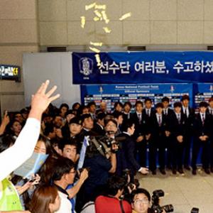 W杯サッカー韓国代表がアメ玉を投げつけられる 投げたアメの種類は?