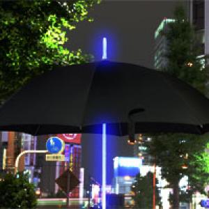 虹色に光る傘! 暗い夜道や待ち合わせにも便利『レインボーフラッシュLED傘』