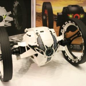 夏休みの遊びはこれで決まり! 仏パロット社が超小型ドローンと地上走行型ロボットの国内発売を発表