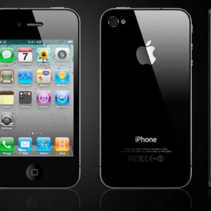 iPhone 4の登場で「ガラケー離れ」は来るのか!? PC-9800が国内で普及していた時に類似