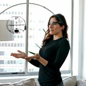 まるで超能力! 脳波で操作する未来型ラジコンが日本初上陸