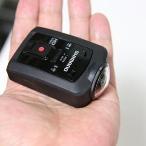 F2.0レンズを備えた防水ムービーカメラ『シマノ CM-1000』を試す! ハウジングなしで10m防水が可能