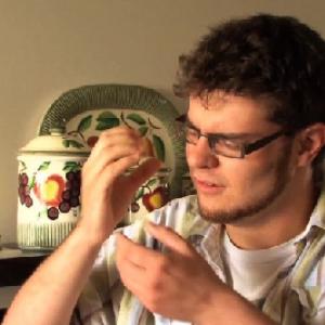 『iPhone 5』の動画が流出! 今度のデザインはスケルトンだ