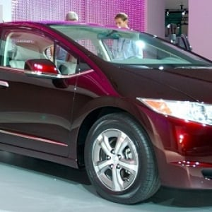 石油依存から脱却、水素未来社会構築へ!燃料電池車に最大300万円の補助金