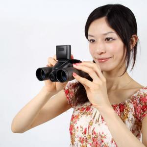 最大32倍ズーム!のぞいたまま撮影できる『双眼鏡デジカメ 8M』