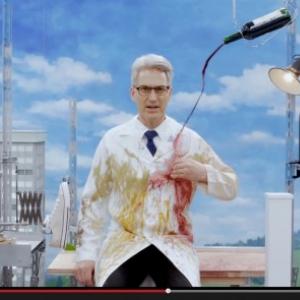 """バカすぎるけどスゴい 製作費4000万円超のピタゴラ装置で""""不意汚れ""""のあるあるを紹介した動画"""