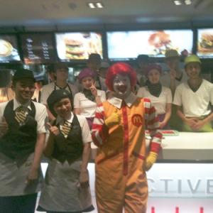 渋谷のマクドナルドでワールドカップパブリックビューイングでドナルドも応援! なんとポテト食べ放題