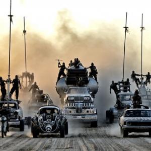 スキンヘッドのシャーリーズ・セロンが動く姿も! 映画『マッドマックス 怒りのデス・ロード』の特報解禁