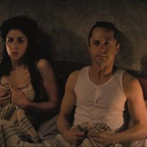 超個性派俳優ジョヴァンニ・リビシが『荒野はつらいよ』で西部開拓時代の童貞男に 『テッド』でキモい誘拐犯を演じたアイツね!