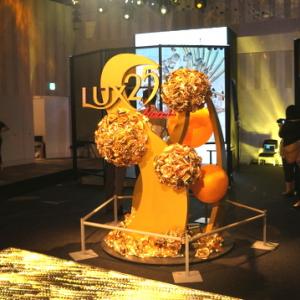 """あなたの髪が美しいアートになって動きだす! 体験型イベント『LUX 25th Anniversary """"Bloom to Shine""""』"""