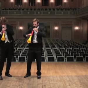 オーケストラの人がブブゼラを本気で吹いたらどうなる? 実際に吹いてみた