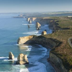 """世界一美しい海岸線は空から見るのがベスト! オーストラリア""""グレート・オーシャン・ロード""""の絶景に圧倒される"""
